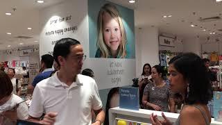 Vợ chồng Tăng Thanh Hà - Louis Nguyễn cùng gia đình đi shopping sắm đồ Tết