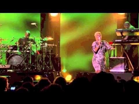 Emeli Sandé - Where I Sleep / One Love / No Woman, No Cry (Live at iTunes Festival 2012)