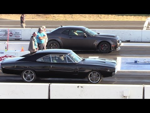 Legendary Charger R/T vs Dodge Demon - 1/4 mile drag race