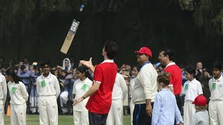 Justin Trudeau shows off for cheering cricket fans in Delhi