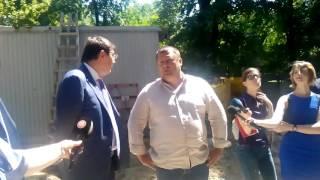 Мер Днепра Борис Филатов и генпрокурор Юрий Луценко на незаконной стройке в центре Днепра (в.1)