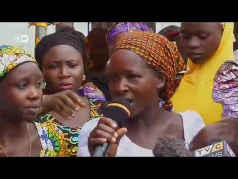 'Yan matan sakadaran Chibok 21 da Boko Haram ta sako sun hadu da iyayensu thumbnail