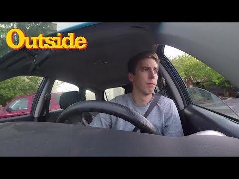 Abrir la puerta de tu coche con la mano derecha puede salvar vidas