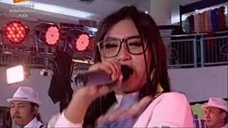 Gambar cover Yeyen Vivia Ra Kuat Mbok Om Rosabella Stasiun Dangdut Rek Live JMP