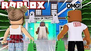 ROBLOX TRICK OR TREATING SIMULATOR (Roblox Halloween Update)