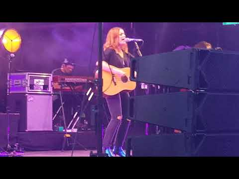 Amy Macdonald last night at Hatfield house 15 - 8-2018