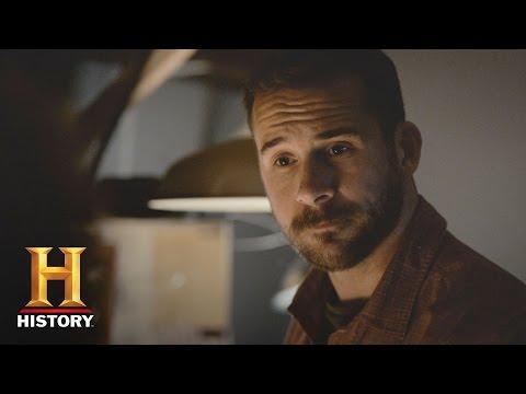 "SIX: Meet the Cast: Barry Sloane as Joe ""Bear"" Graves | History"