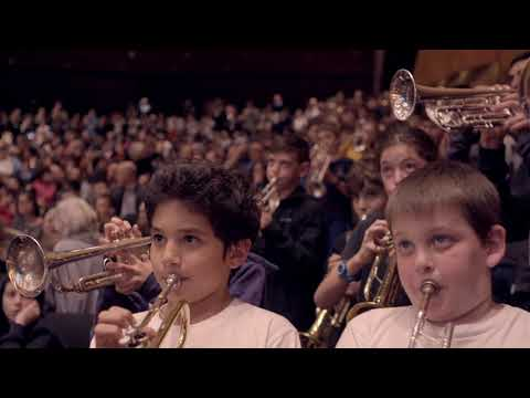 """250 young trumpeters play the Triumphal March from """"Aida"""" with the Orchestra"""
