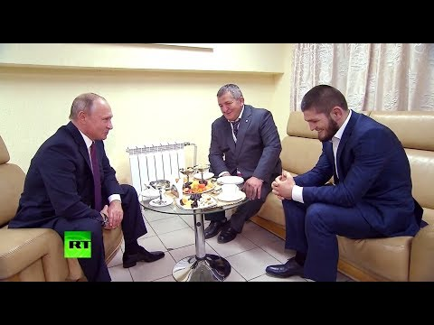 Путин попросил отца Нурмагомедова не наказывать Хабиба за потасовку после боя