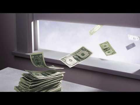 Россияне в панике забирают деньги из банков | Новости Лайф