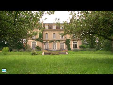 Château à 4,5 km de la douane de Soral (Suisse)