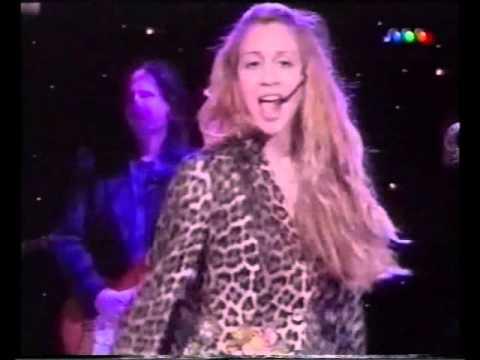 El topless de la cantante Noelia con Susana Giménez