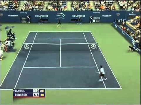 Servizio di SuperTennis - Federer: colpo pazzesco sotto le gambe!