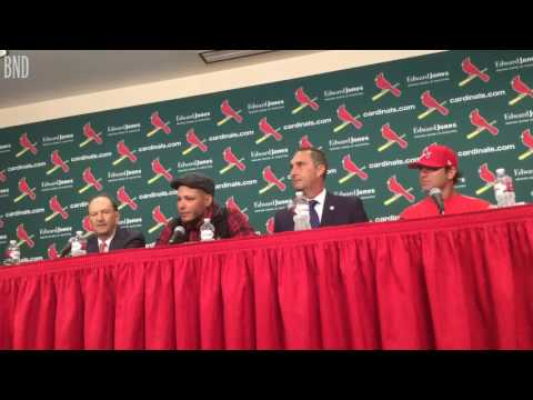 Yadier Molina signs three-year extension