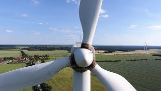 Windkraftanlage Südwind S46 dreht sich nach fast zwei Jahren Stillzeit wieder, Dji Phantom 4 Drohne