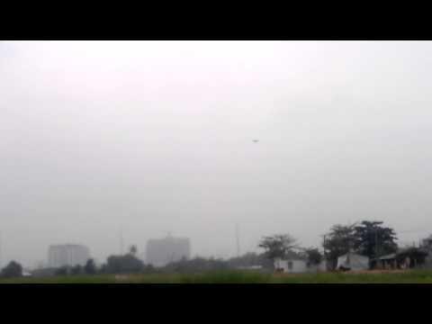 máy bay xốp bay bằng dây thun