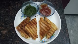 Tasty grilled sandwich with mozzarella cheese in just few minutes