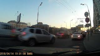 Смотреть видео Санитар Леса поневоле. ДТП в Москве онлайн