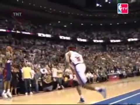 LeBron passes the ball to Donyell Marshall instead of going straight to the hoop FTW