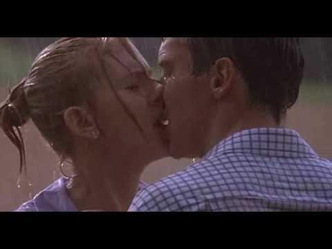 Поцелуй из фильма «Матч-Пойнт»