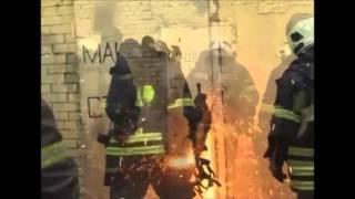 Пожарные ломают дверь, а за ней их ждет сюрприз))))) прикол