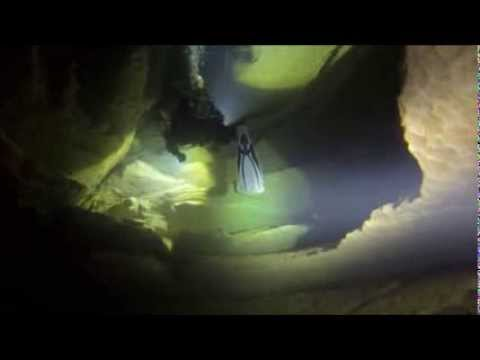 Rebreather cave diving in France