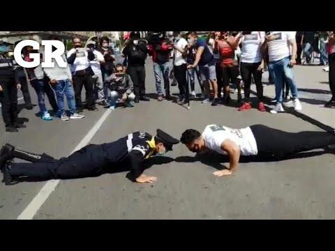 Retan a policía a lagartijas y le gana a usuario de gimnasio