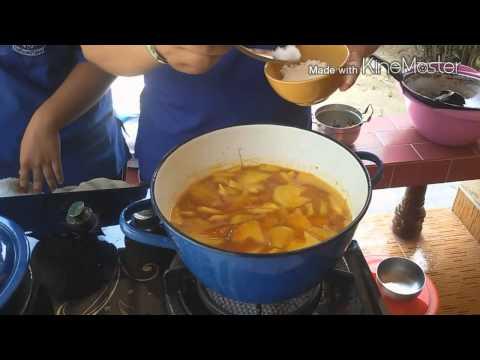 อาหารพื้นบ้าน แกงส้มปลากระป๋องกับมะละกอ ม.5/13 สตรีพัทลุง ปี2558