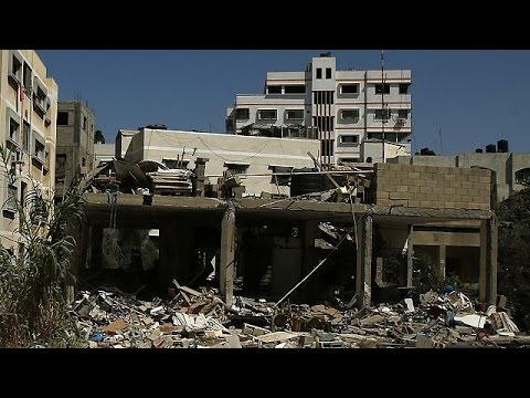Gaza: Palestinians bury their dead as violence rages on