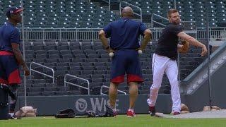 SF@ATL: Freeman takes ground balls at third base