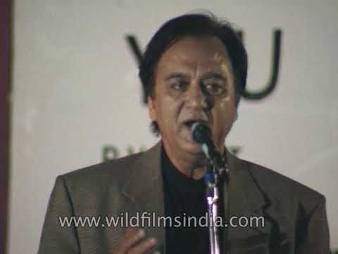 Sunil Dutt congratulates cast and technicians of film Maachis