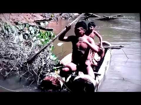 Índios da Amazonas ainda vivem nus