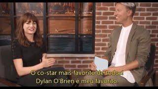 Repeat youtube video LEGENDADO: Britt Robertson fala sobre Dylan O'Brien e The First Time