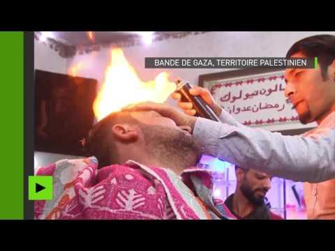 Soigner votre mise en plis sous les flammes ? Un coiffeur de Rafah en a fait son fonds de commerce