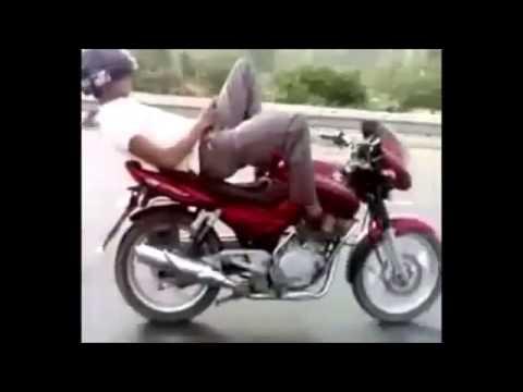 Прикол, сумасшедший индийский мотоциклист