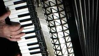 nozie - 147 -  You Raise Me Up - on Hohner  accordeon