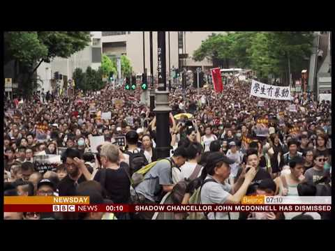 More protests (Kowloon march) (Hong Kong) - BBC News - 8th July 2019