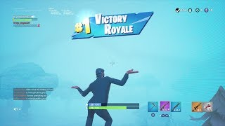 "Helping a TRUE DEFAULT get a ""VICTORY ROYALE"" (JOHN WICK SKIN GAMEPLAY) 