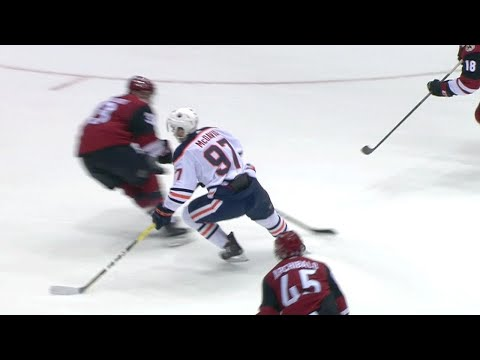 McDavid's stick work starts passing play leading to Oilers tying goal