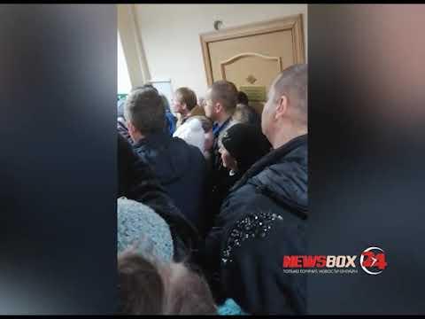 Во Владивостоке обманутые клиенты компании «Окна-Эталон» устроили митинг в прокуратуре