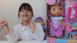 BABY ALIVE VAI AO MÉDICO, NOVELINHA BRINCANDO DE BONECA, playing doll