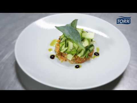 recette-:-tartare-de-saumon-&-tagliatelles-de-courgettes-aux-épices
