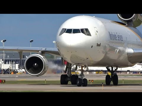 (HD) Summertime Watching Airplanes - Plane Spotting Minneapo
