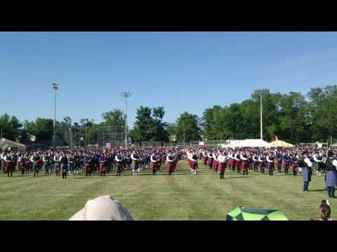 Massed Bands Play Grand Finale 'Amazing Grace' - 900 pipes & drums