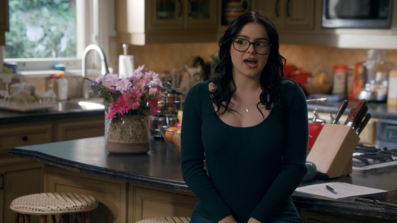 Alex Finds A Hot New Assistant Modern Family S11 Youtube