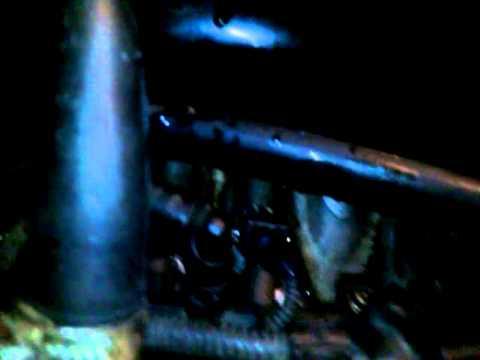 La vía de agua de la gasolina sobre el carburador de los floreros 2106