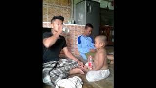 Download Video NGAKAK ABIS !!! ANAK KECIL VS ORANG DEWASA MINUM AIR KEMASAN...SIAPA YANG MENANG? MP3 3GP MP4