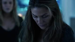 The 100 4x08 Clarke injects herself with nightblood