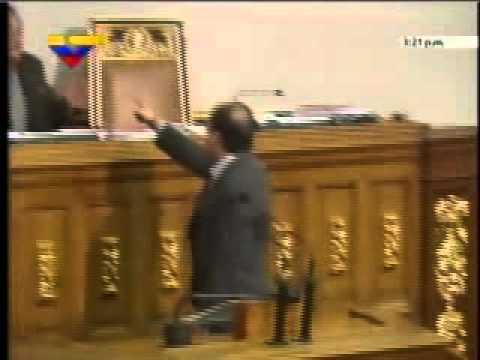 Julio Borges intenta golpear a Fernando Soto Rojas, Presidente de la Asamblea Nacional