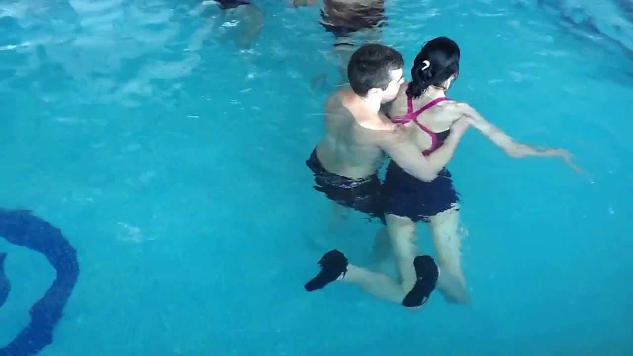 Terapia en el agua para personas con da o cerebral for Alberca para 8 personas